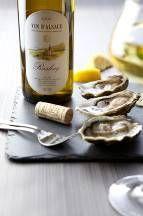 Fles wijn met oesters