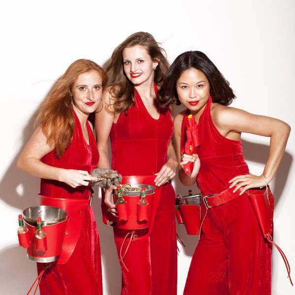 Charlie's Oester Angels # oester en champagne meisjes in fel rood gekleed